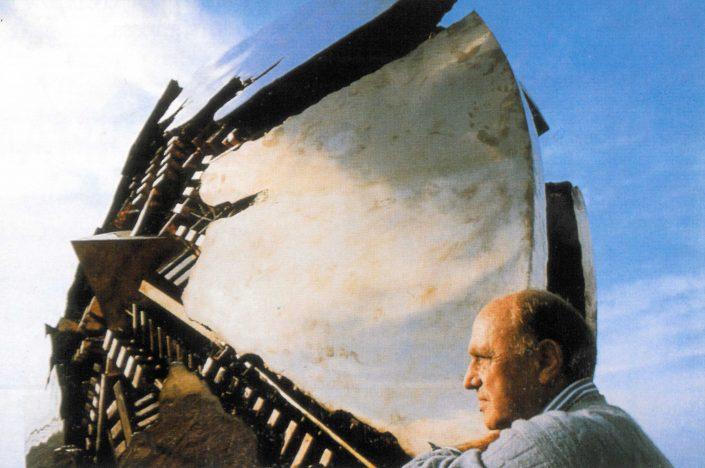 Arnaldo Pomodoro, artista italiano