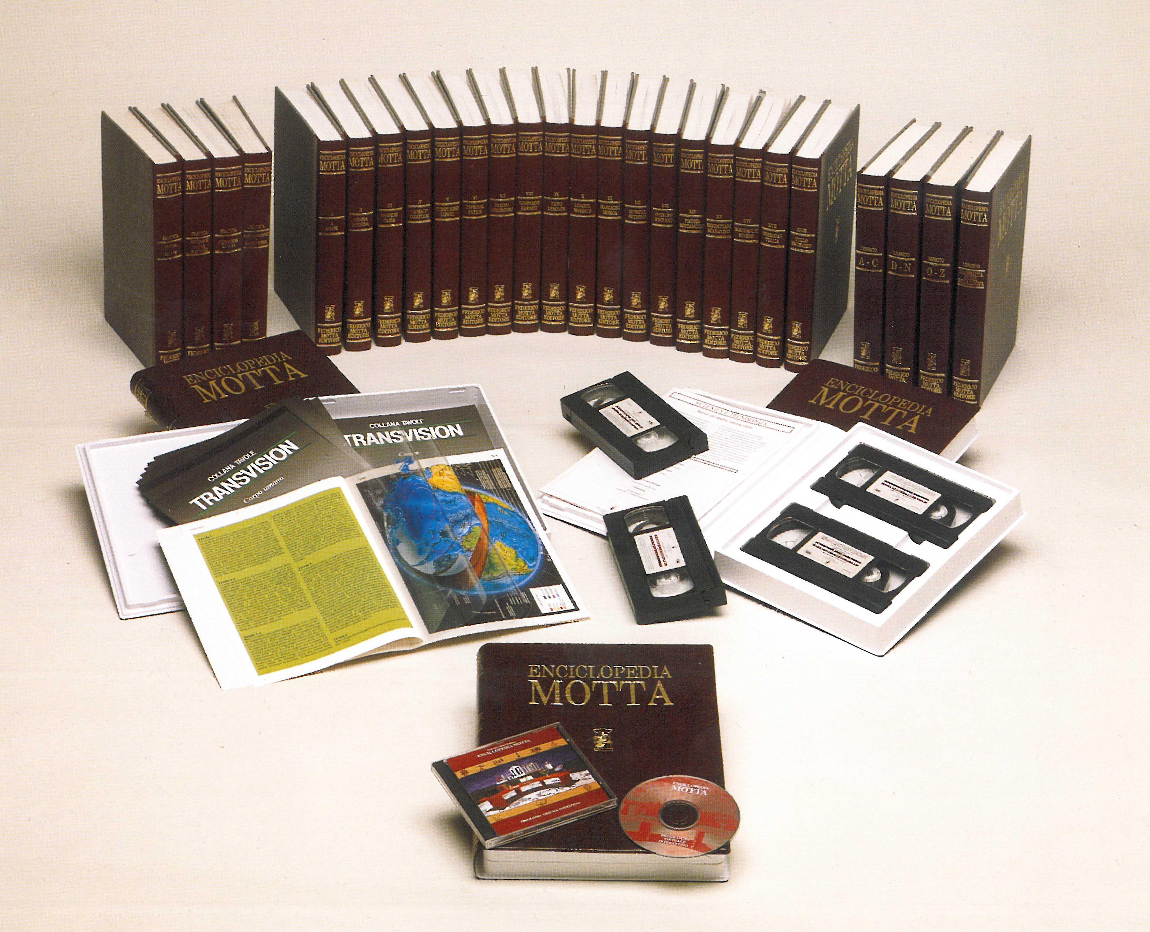 Negli anni Novanta l'Enciclopedia Motta conteneva solo elementi di ultima generazione per quel periodo: cassette, CD rom, Tavole Transvision e libri. Per Federico Motta Editore lavoro e attenzione all'innovazione sono parole chiave per la crescita dell'azienda
