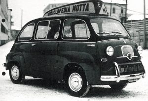 La prima macchina promozionale: la 600 multipla con il brand Federico Motta Editore